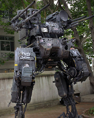 Incredible 12 Foot Mech Sculpture Made Of Car Parts Geektyrant