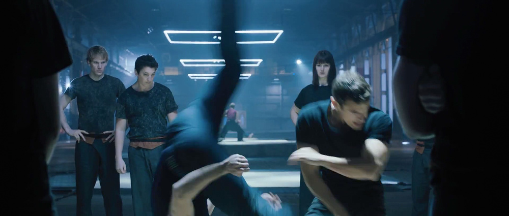 first-official-footage-from-the-futuristic-action-film-divergent-10.jpg