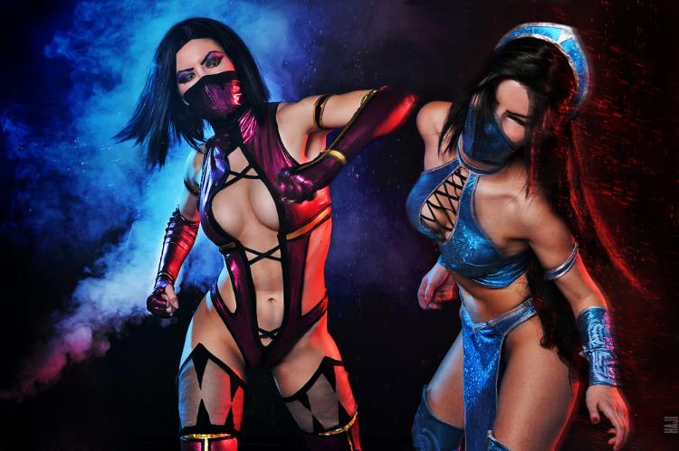 Alyona  is Kitana and Mileena | Photo by  Haji-San