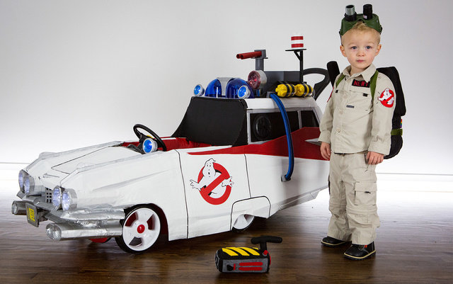 Great Ghostbusters Kid Costume And Ecto 1 Push Cart