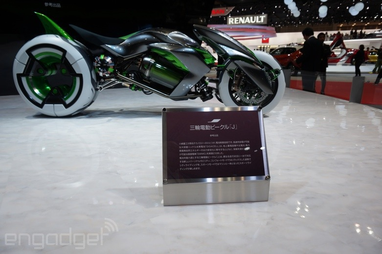 112013-kawasaki-j-electric-three-wheeler-concept-08-583x3896.jpg