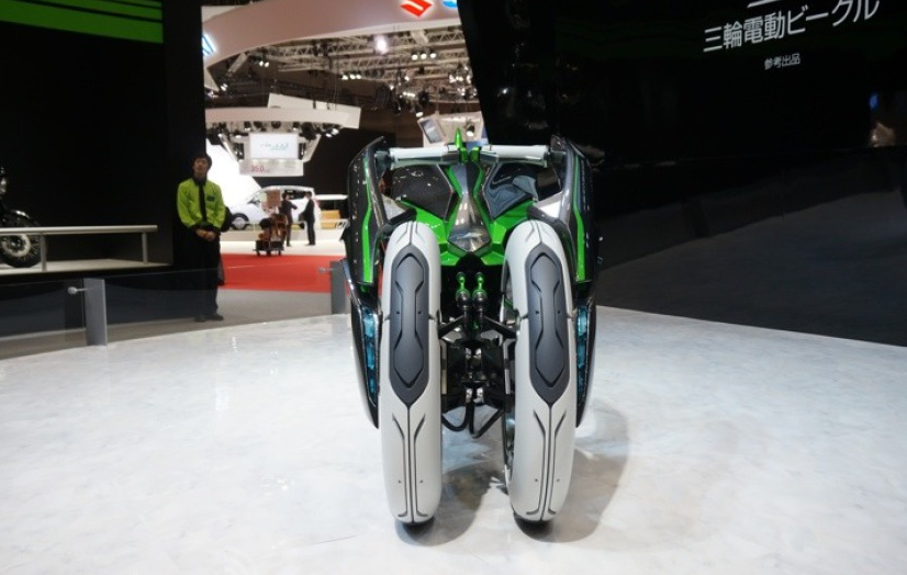112013-kawasaki-j-electric-three-wheeler-concept-08-583x38915.png