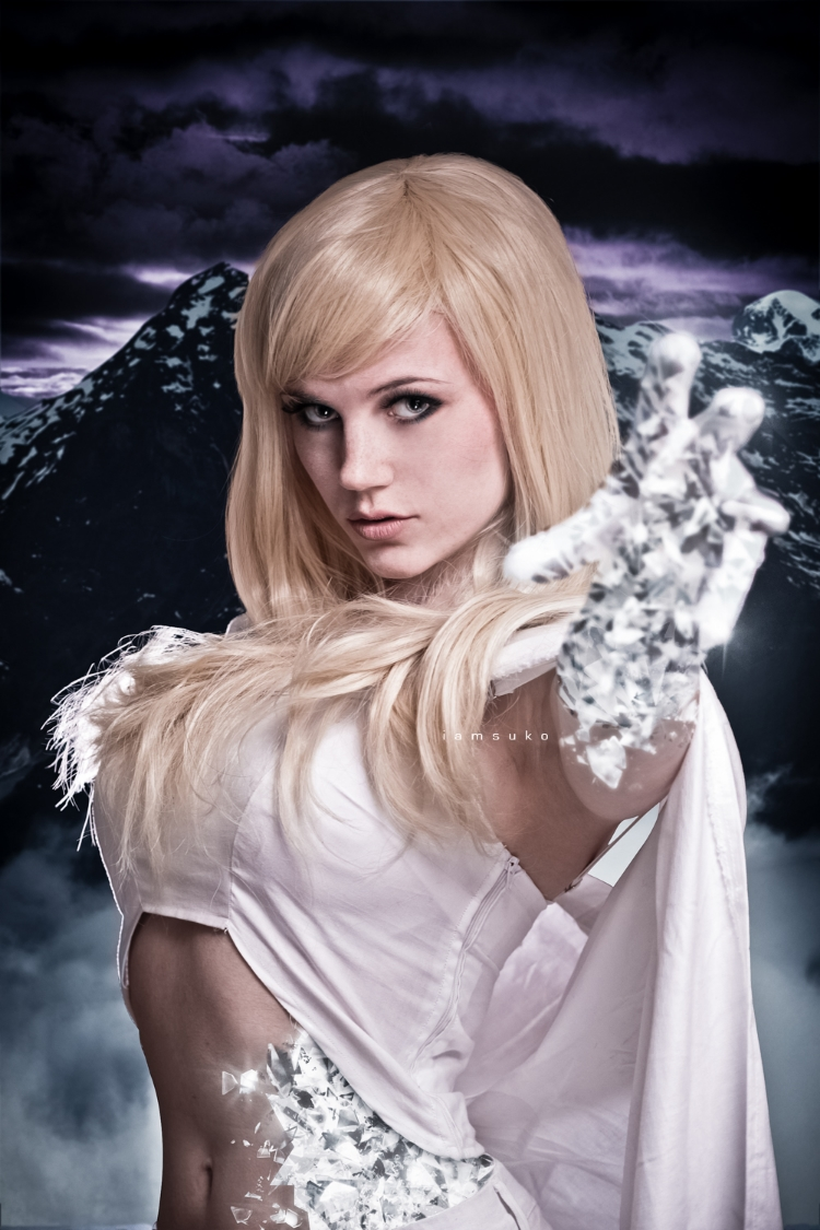 Masubiii is White Queen | Photo by: Iamsuko | Hair by: Geisha Wigs