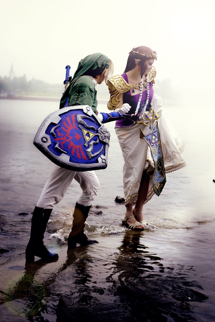 Yesta Sensei is Zelda and Eressea Sama is Link | Photo by: Bugmum