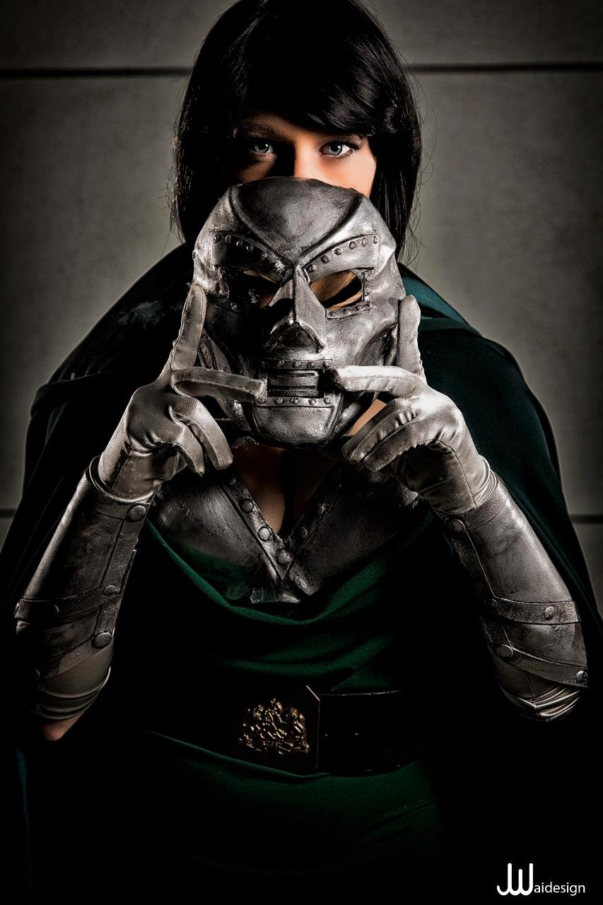 Cosplayer: Constantine Photography: JwaiDesign