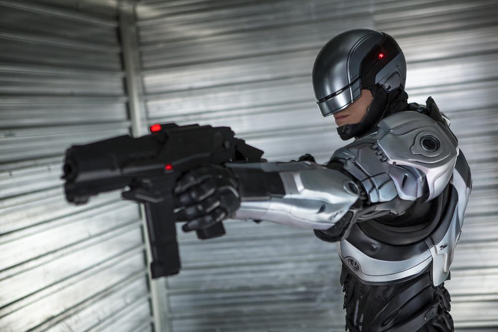 la-et-mn-robocop-remake-movie-reviews-critics-20140211.jpg
