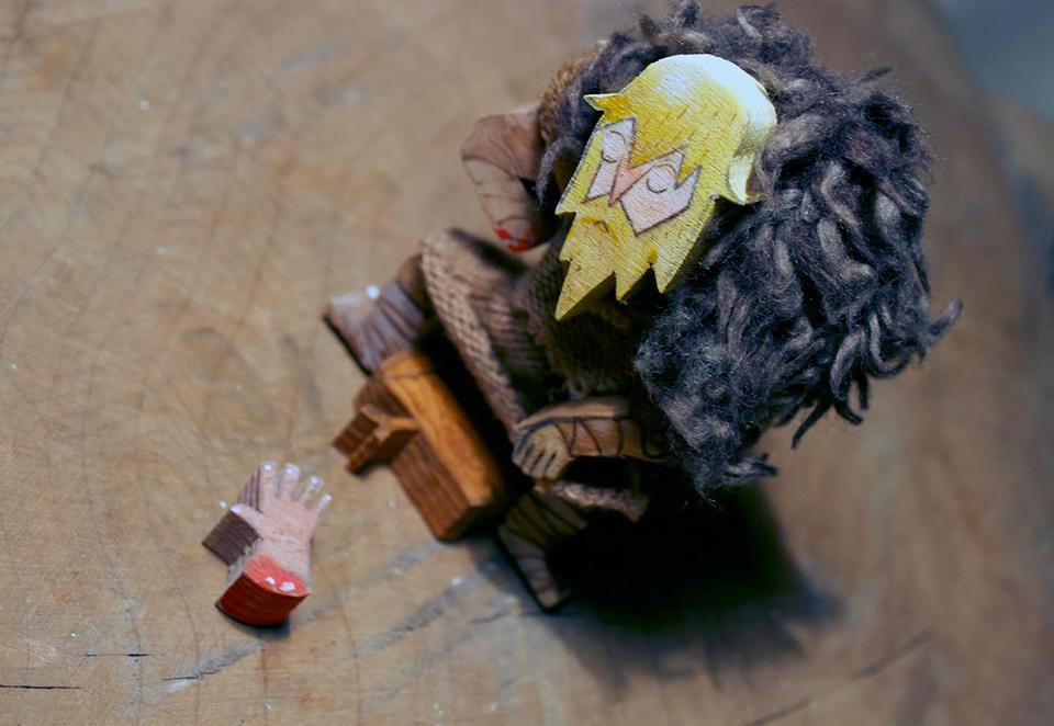 game_of_thrones_wooden_action_figures_2.jpg