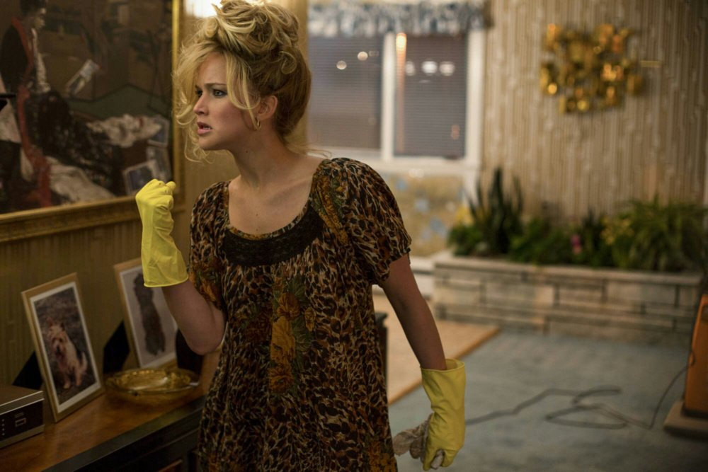 american-hustle-deleted-scene-jennifer-lawrence-lip-syncs-evil-ways