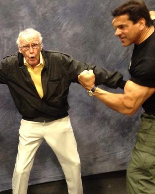 Stan Lee Breaks Up Hulk Vs. Thor Fight — GeekTyrant