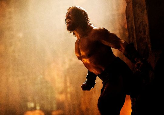 official-photos-of-dwayne-johnson-as-hercules
