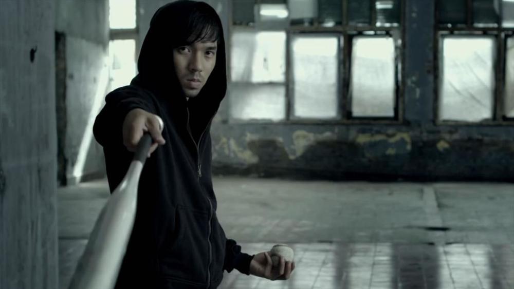 the-raid-2-painful-baseball-bat-man-fight-clip