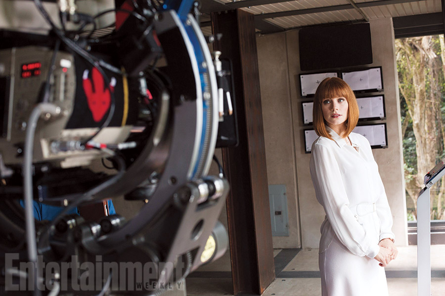 bryce-dallas-howard-has-dinosaur-issues-in-jurassic-world
