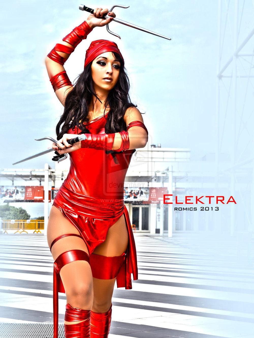 Laura Crystal Cosplayis Elektra | Photo by:Photostudiolight