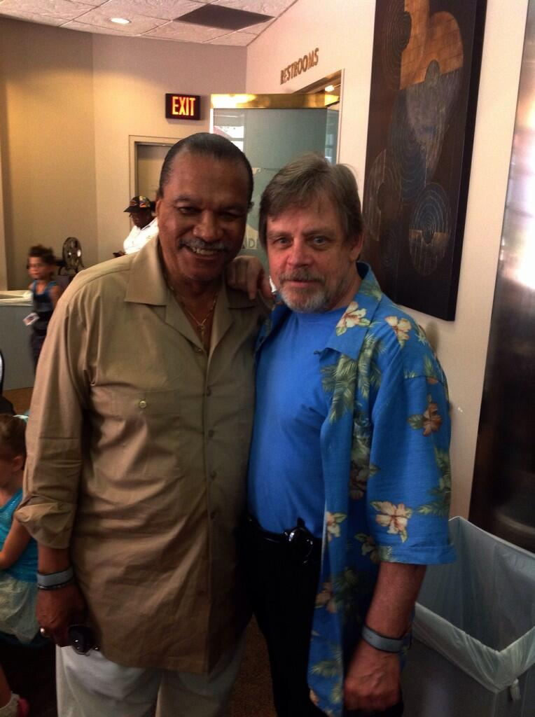 luke-skywalker-and-lando-calrissian-hanging-out-at-disney-world