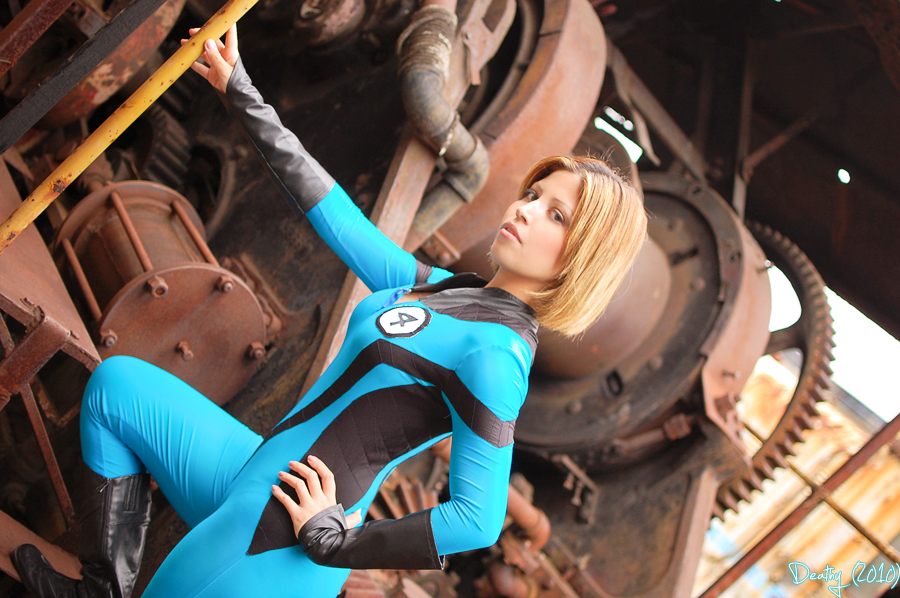 Plu-Moon is Invisible Woman | Photo by: Hugodeathy