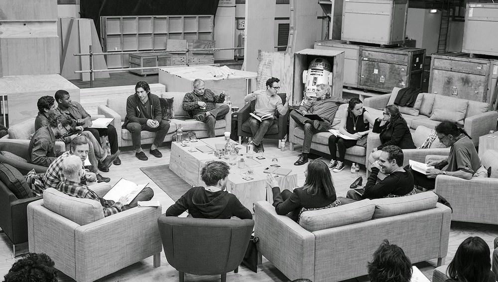 star-wars-episode-vii-script-read-recreated-in-lego