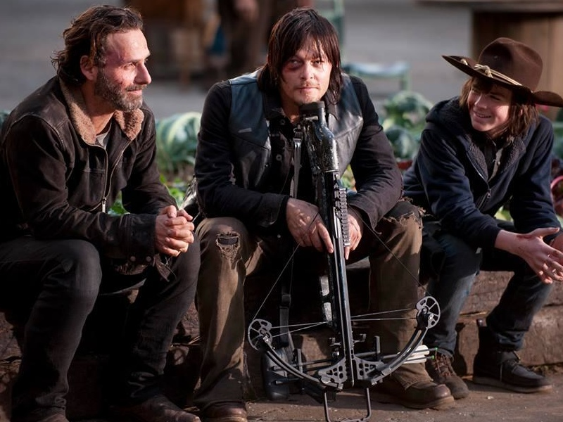 the-walking-dead-showrunner-discusses-season-5-and-spinoff-series-social.jpg
