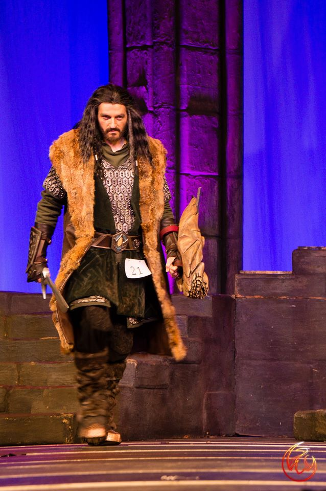 insane-thorin-oakenshield-cosplayer-from-the-hobbit