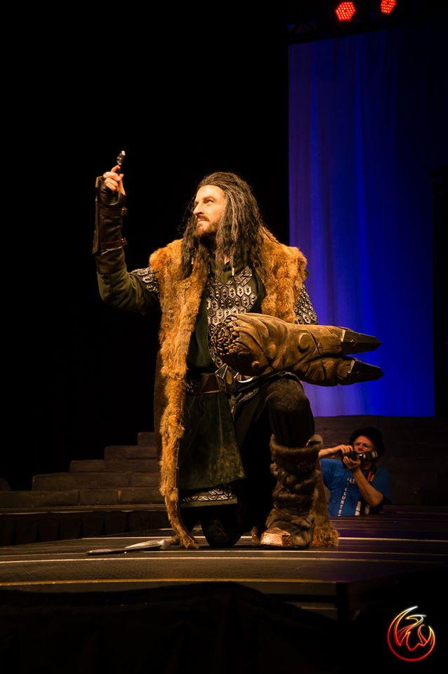 insane-thorin-oakenshield-cosplayer-from-the-hobbit2