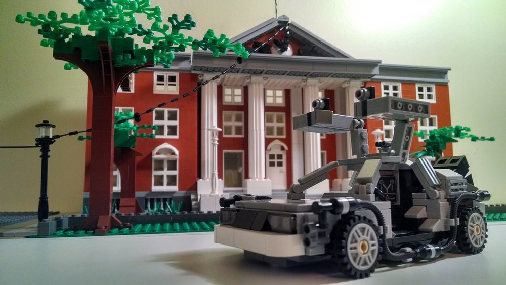 back-to-the-future-lego-1955-and-2014-hill-valley-sets1