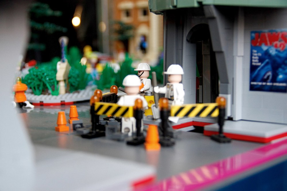 back-to-the-future-lego-1955-and-2014-hill-valley-sets13