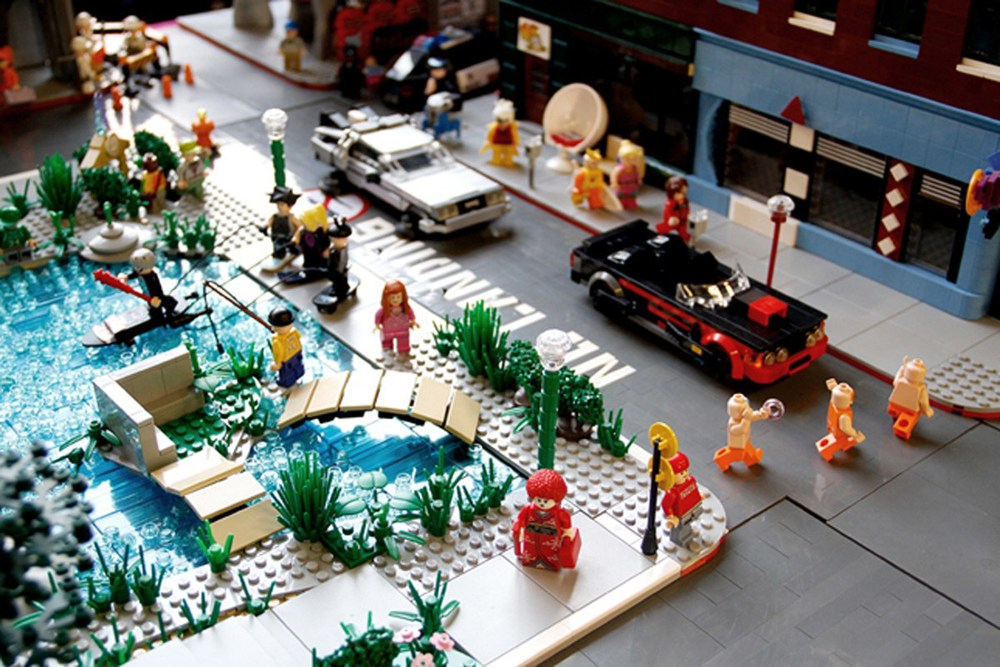 back-to-the-future-lego-1955-and-2014-hill-valley-sets14
