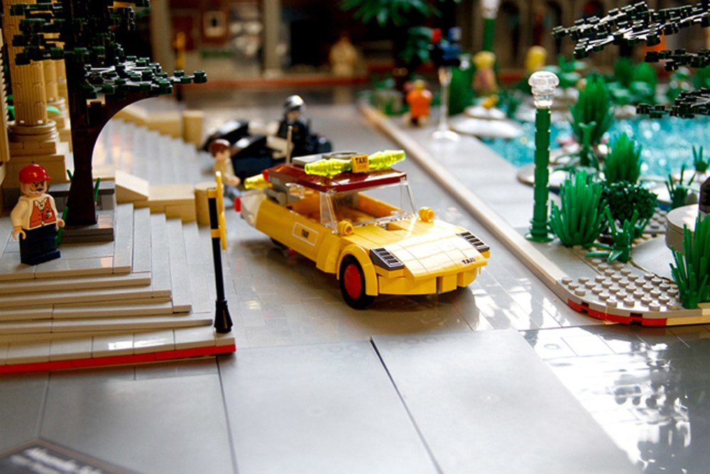 back-to-the-future-lego-1955-and-2014-hill-valley-sets18