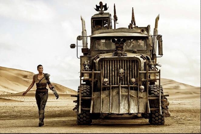 new-mad-max-fury-road-photos-with-hardy-and-theron1
