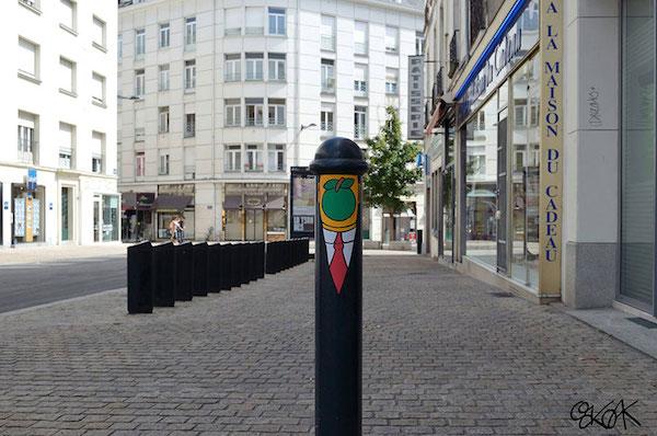 creative-street-art-oakoak-2-12.jpg