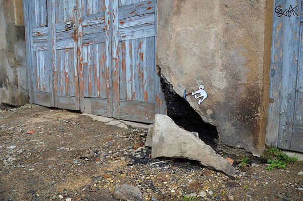 creative-street-art-oakoak-2-18.jpg