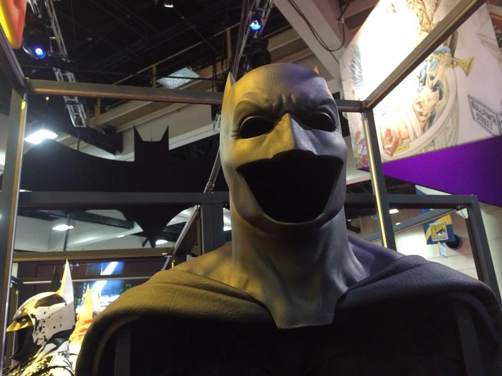 batman-v-superman-batsuit-on-display-at-comic-con