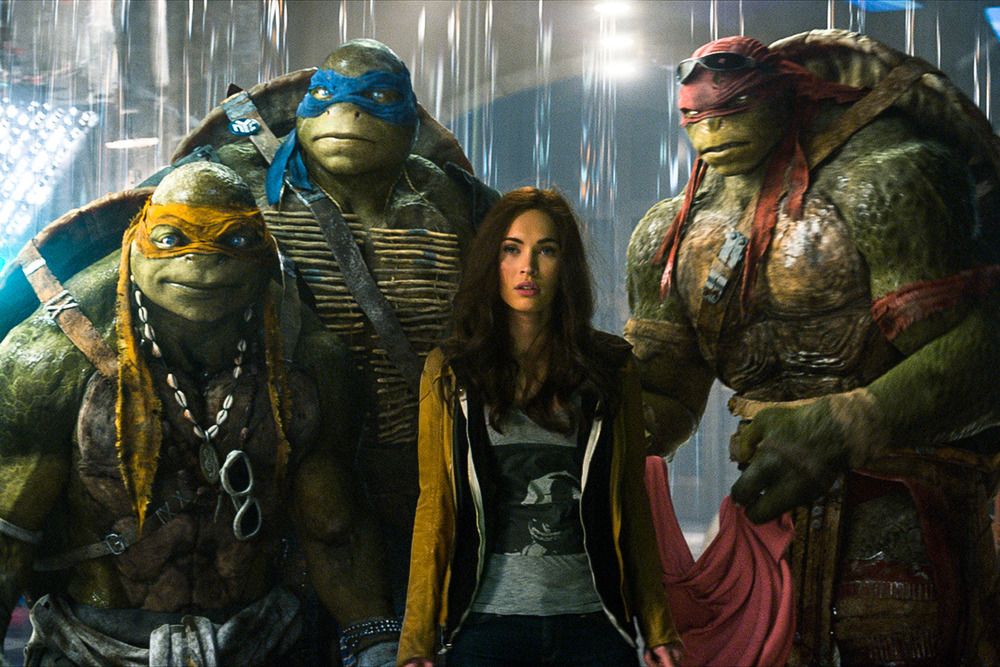 new-teenage-mutant-ninja-turtles-clip-sneaking-in