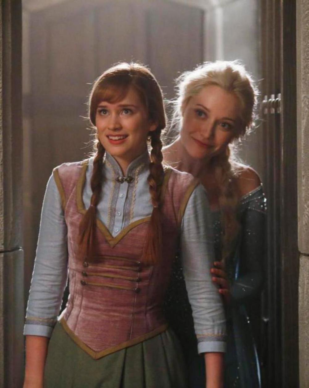first-look-at-anna-and-elsa-from-frozen-in-once-upon-a-time