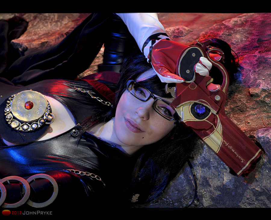 MoonFoxUltima is Bayonetta | Photo by: jkdimagery