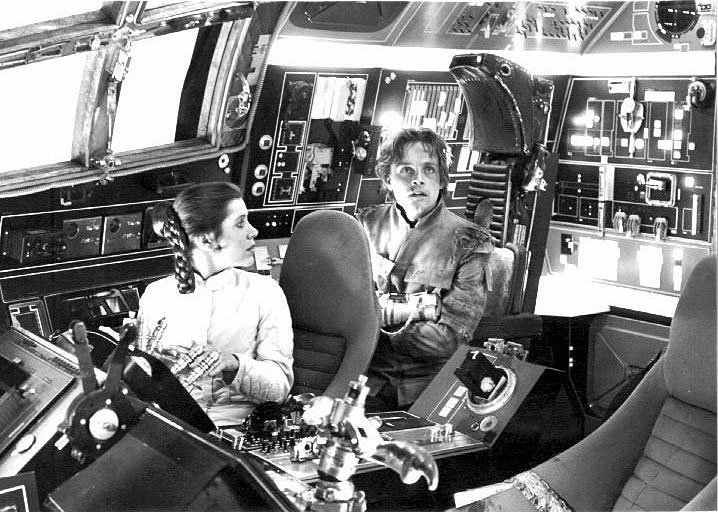 set-photos-from-inside-millennium-falcon-in-star-wars-episode-vii11
