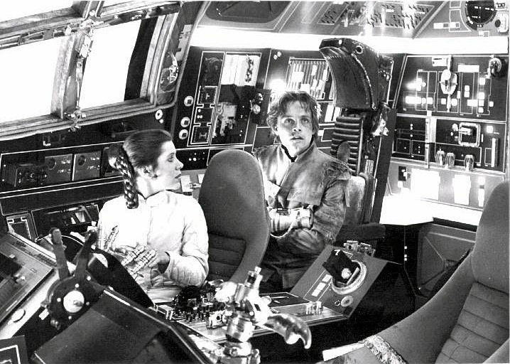set-photos-from-inside-millennium-falcon-in-star-wars-episode-vii11