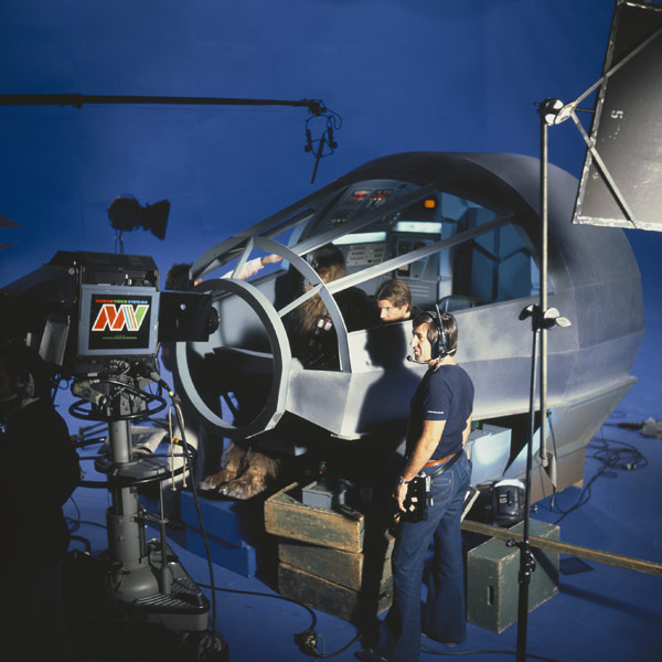 set-photos-from-inside-millennium-falcon-in-star-wars-episode-vii15
