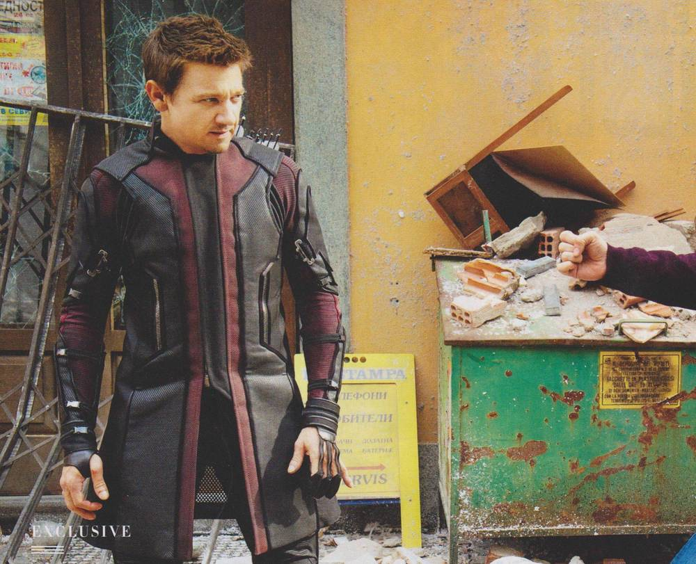 new-photo-of-hawkeye-from-avengers-age-of-ultron
