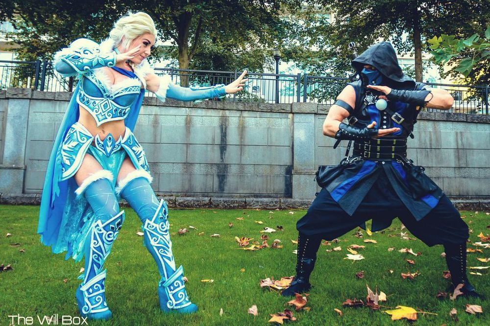 Photo of Jessica Nigri as Battle Armor Elsa vs. Sub Zero