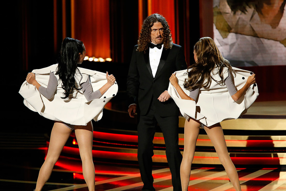 weird-al-yanovics-awkward-tv-show-themed-emmy-performance