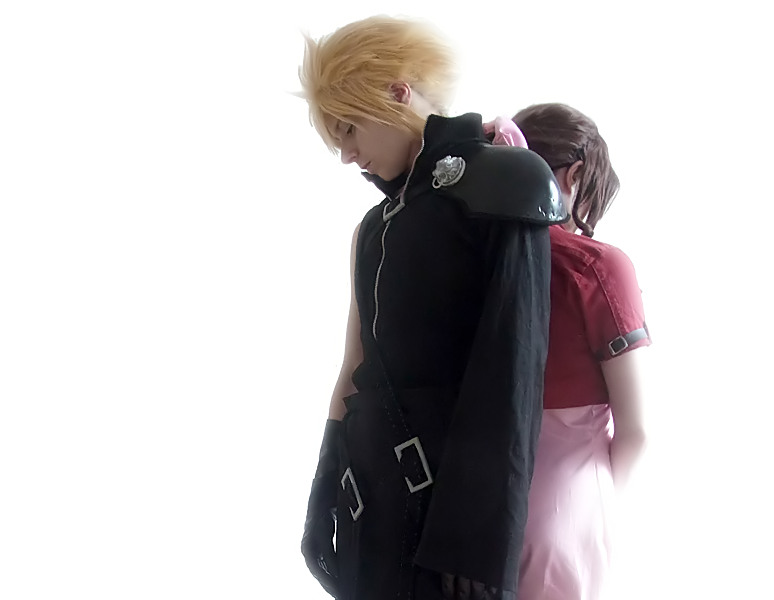 SerinuCeli is Cloud and SuBiMoRi is Aerith | Photo by: Yuii