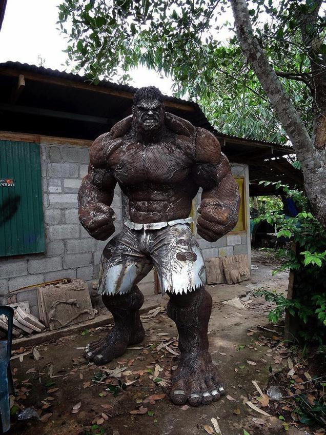 massive-scrap-metal-hulk-sculpture1
