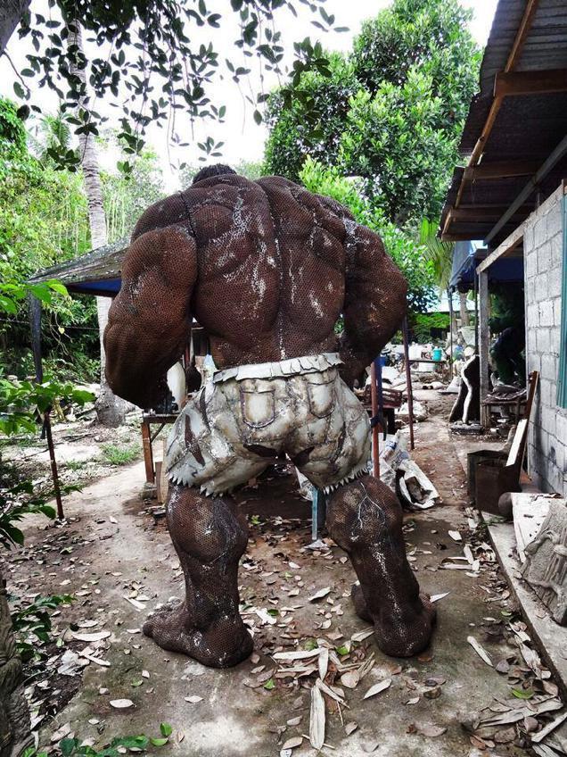 massive-scrap-metal-hulk-sculpture2