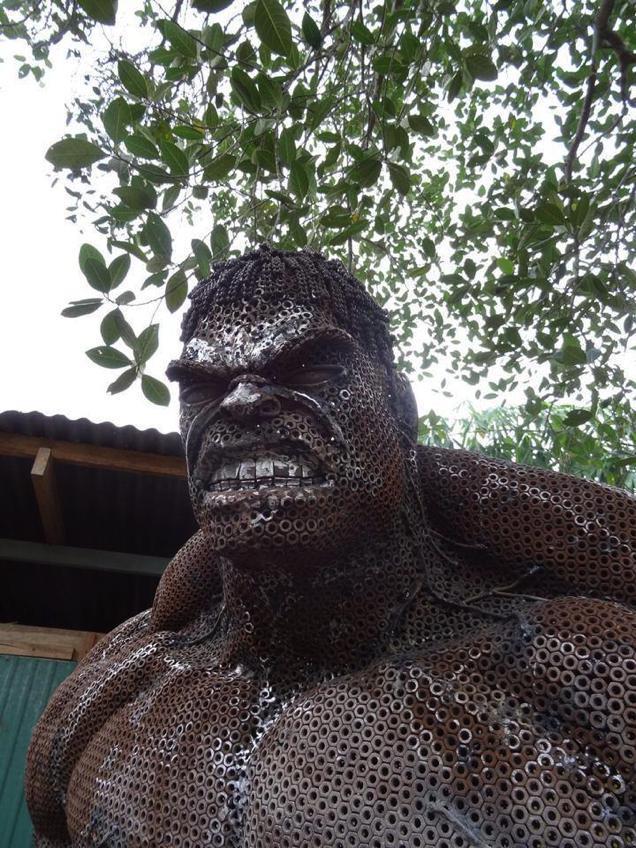 massive-scrap-metal-hulk-sculpture4