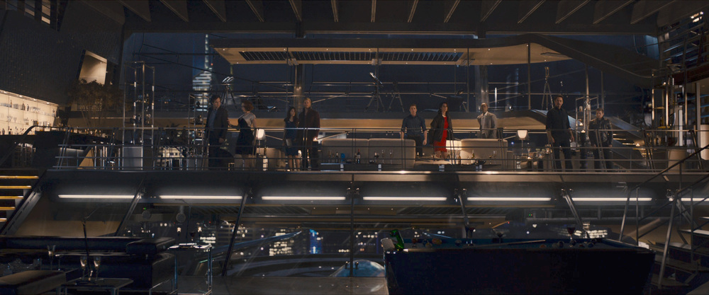 Banner andNatasha Romanoff far left. I'm not sure who is next to Thor, I'm guessingJane Foster, but I'm not too sure.