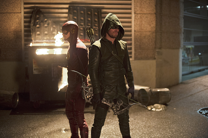 first-photos-from-the-flash-vs-arrow-crossover