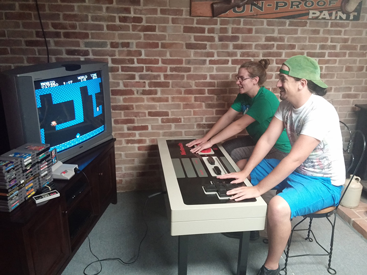 fully-functional-classic-1980s-nintendo-controller-coffee-table1