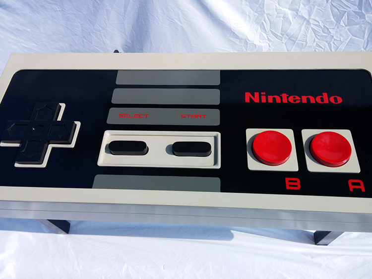 fully-functional-classic-1980s-nintendo-controller-coffee-table3