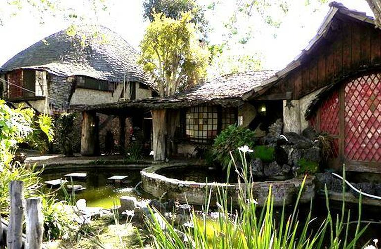 Check Out This Hobbit House For Rent In Los Angeles