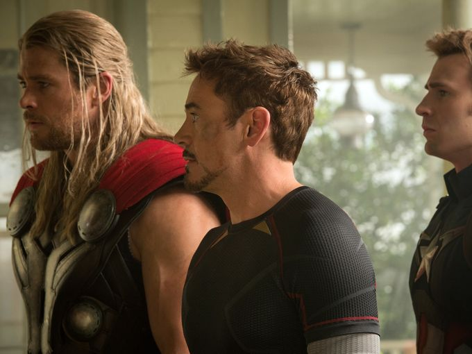 new-photo-from-avengers-age-of-ultron-with-thor-stark-and-cap
